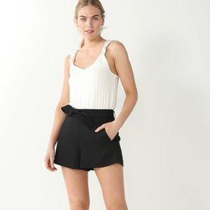 "Nine West Belted Flat Front 4"" Shorts, size large"